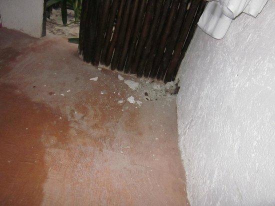 Retiro Maya: badezimmer, hier wurde durch die wand gestemmt