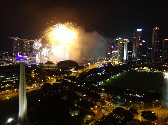Fairmont Singapore: マリーナベイのカウントダウン花火