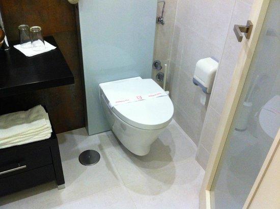Josefa D'Obidos Hotel: Banheiro