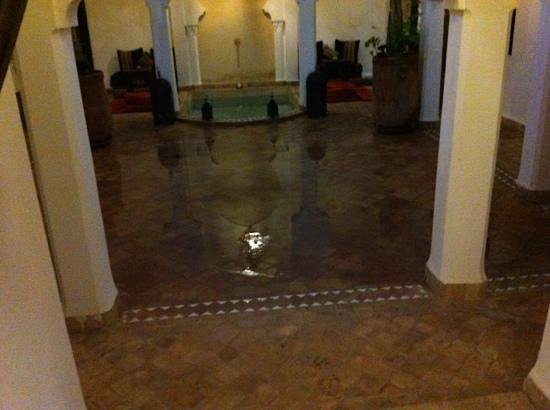 Riad Faiza GuestHouse-Hammam/Spa : court yard flooded
