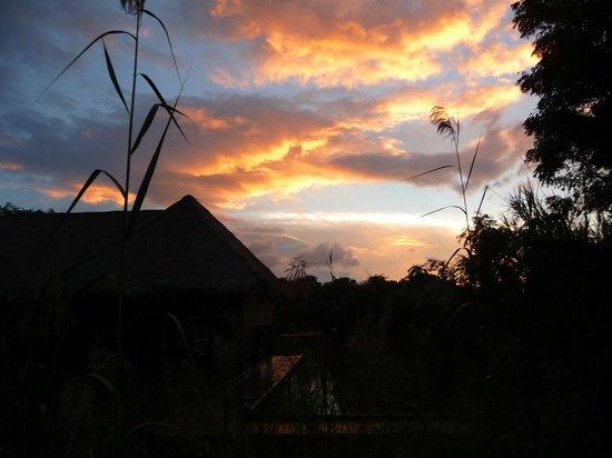Jetwing Vil Uyana: coucher de soleil sur les cases