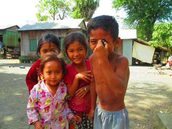 Rana : Village kids having fun getting pictures