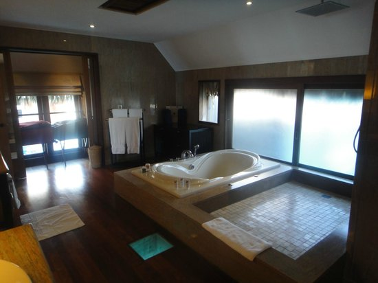The St. Regis Bora Bora Resort : Bathroom