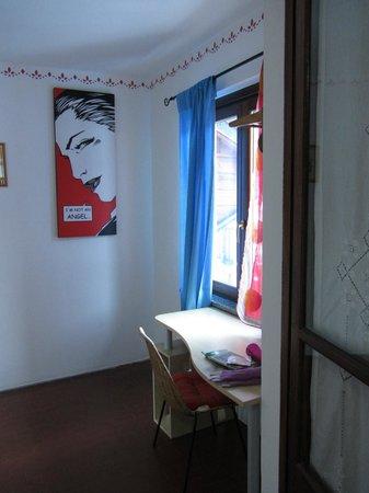 Cameretta aggiuntiva della tripla foto di albergo meuble for Albergo meuble abatjour
