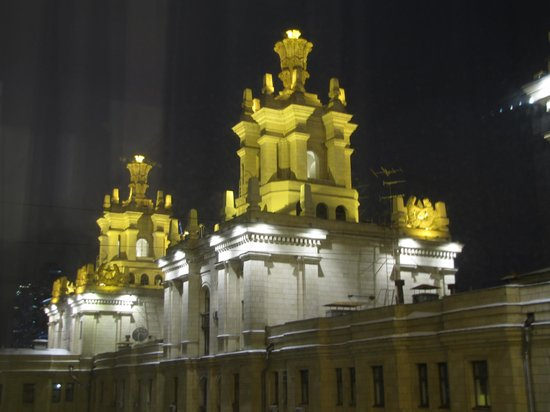 Radisson Royal Hotel Moscow: Hotel at night