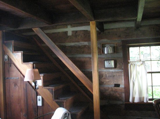 The Mast Farm Inn: Stairway to second floor bedroom