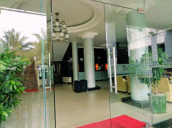 Huong Bien Hotel: Hoteleingang