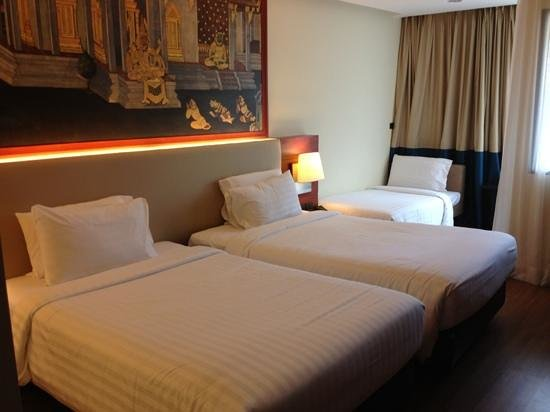 Novotel Phuket Vintage Park: twin bed room with an extra bed