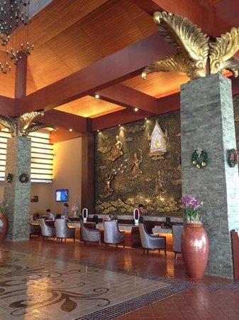 Novotel Phuket Vintage Park: hotel lobby