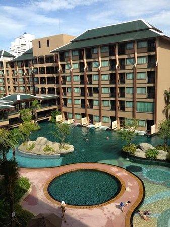 Novotel Phuket Vintage Park: adult pool, kids pool and also jacuzzi.