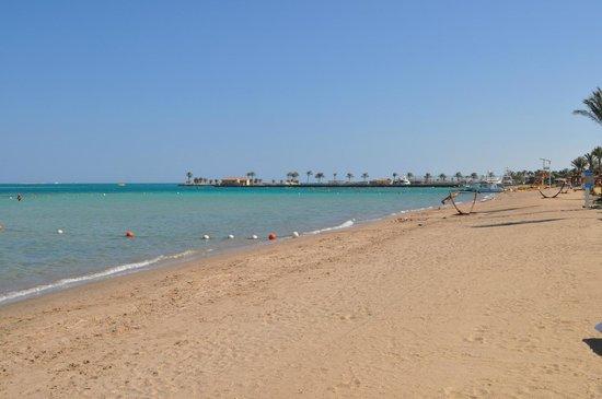 Steigenberger ALDAU Beach Hotel: Plage et Piscine