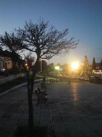 Hostal Restaurante Atalaya: Lovely square
