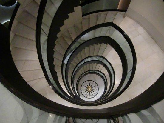Hotel Godwin Deluxe: escaleras