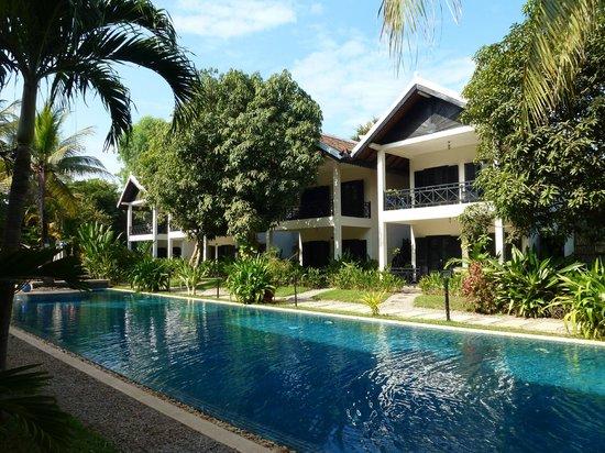 La Maison d'Angkor: Vue générale piscine