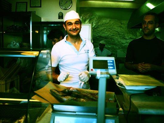 Trattoria La Grotta: 素材を選ぶ。お値段は重さで決まる。