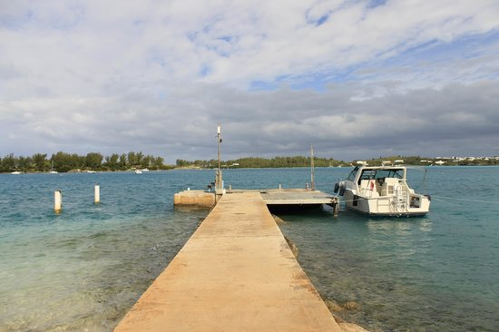 Grotto Bay Beach Resort & Spa: pier at the hotel