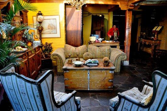 Hacienda Rumiloma: One of numerous lounge areas