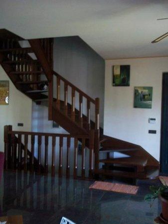 B&B Le Zizzole: Le scale interne per salire alle camere