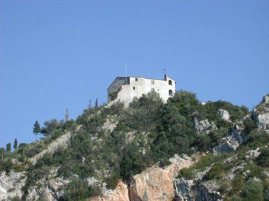 B&B Le Zizzole: La Rocca di Vecchiano vista dal paese