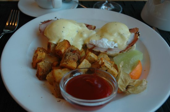Brentwood Bay Resort & Spa: Eggs Benedict -delicious