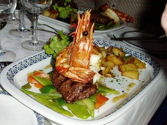 Mar Brando : Giant prawn and fillet steak