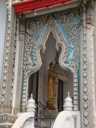 Bangkok Food Tours: Tempelornamente