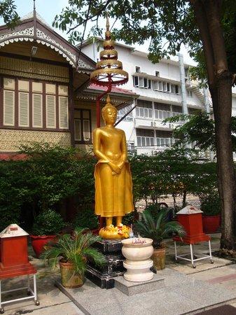 Bangkok Food Tours: Buddhastatue