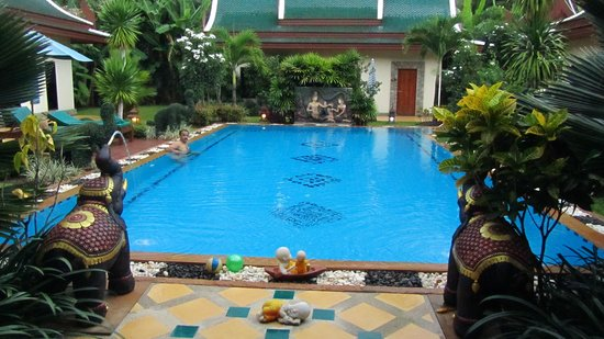 Baan Malinee Bed and Breakfast: THe enticing pool