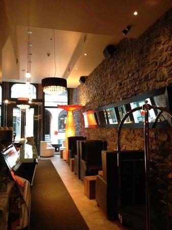 Le Petit Hotel: lobby cafe