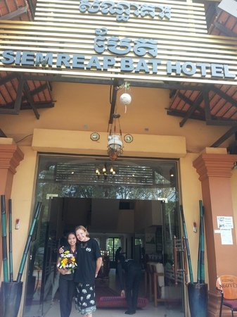 Siem Reap Bat Hotel: The best receptionist I've ever met - we stand near the entrance