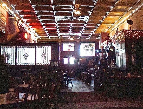 The Palace: interno con il vecchio bar