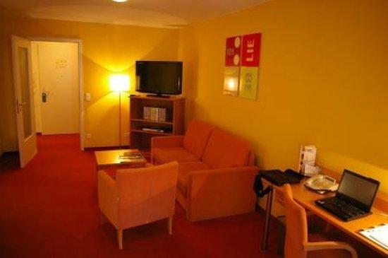 HSH Hotel Apartments Mitte: Wohn-/Esszimmer