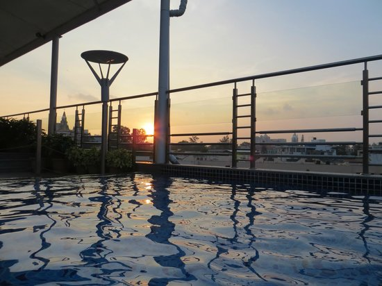 Iris - The Business Hotel and Spa: View from rooftop pool
