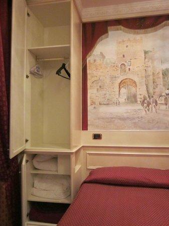 Al Viminale Hill Inn & Hotel: Armario