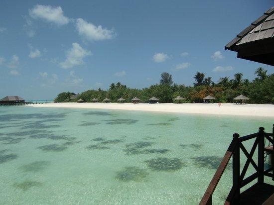 Olhuveli Beach & Spa Resort: isla desde villa
