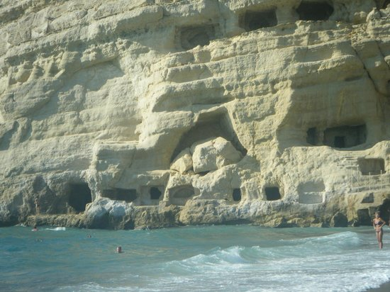 ‪أيديال هوتل: matala cliff caves