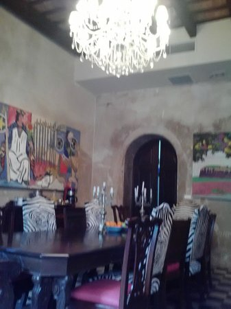 Villa Herencia: Interesting art in dining room