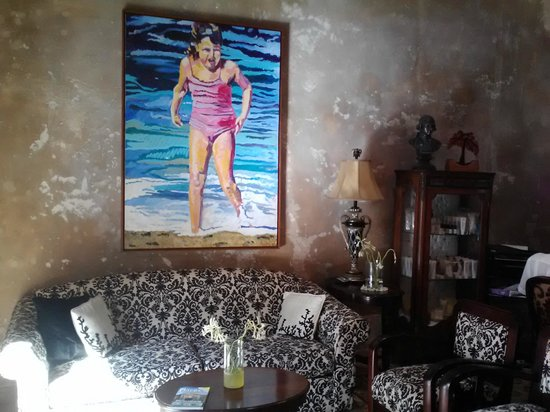 Villa Herencia: Artwork in lobby