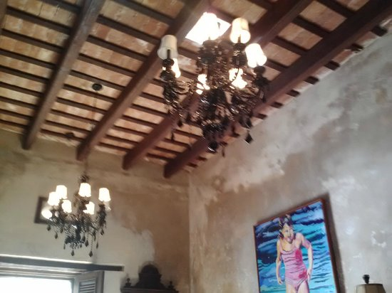 Villa Herencia: Ceiling in lobby