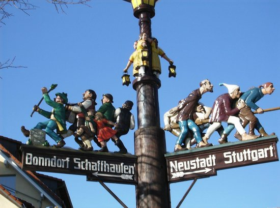 Titisee: street sign on promenade