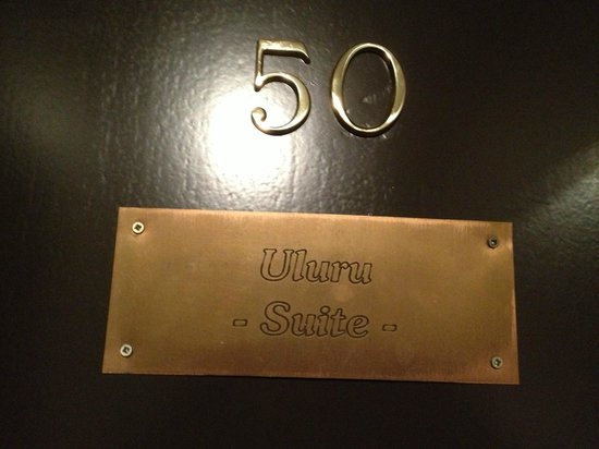 De Laurier : La plaque sur la porte de la chambre annonce l'African Touch