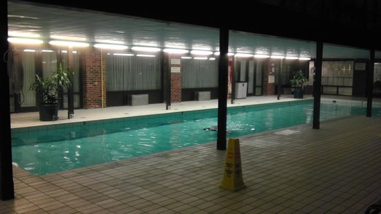 Princeton Marriott at Forrestal: pool area