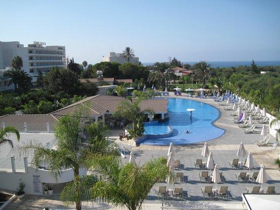 Christofinia Hotel: Der Poolbereich aus dem Zimmer mit Meeresblick fotografiert ...