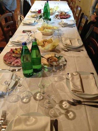 Morimondo, Italia: presentazione tavolo