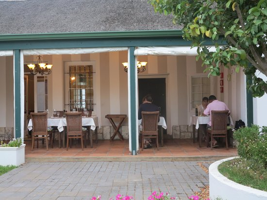 De Doornkraal Historic Country House Boutique Hotel: Eating on the stoep