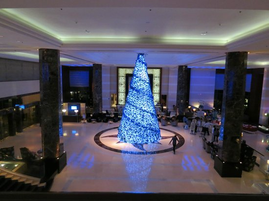 Radisson Blu Cebu: Elegant lobby