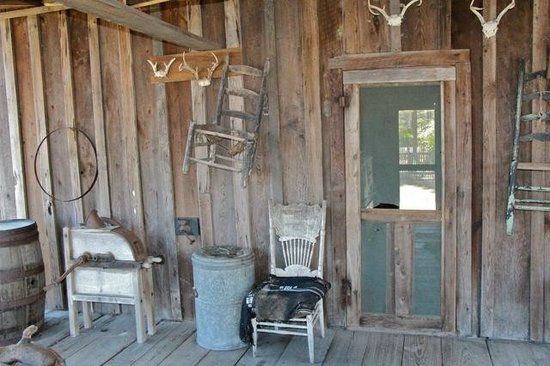 Florida Agricultural Museum: Back porch of home.
