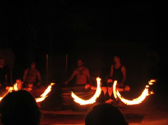 Azul Beach Resort The Fives: Evening fire show activity