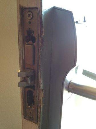 Ramada Denver Midtown: puerta violada