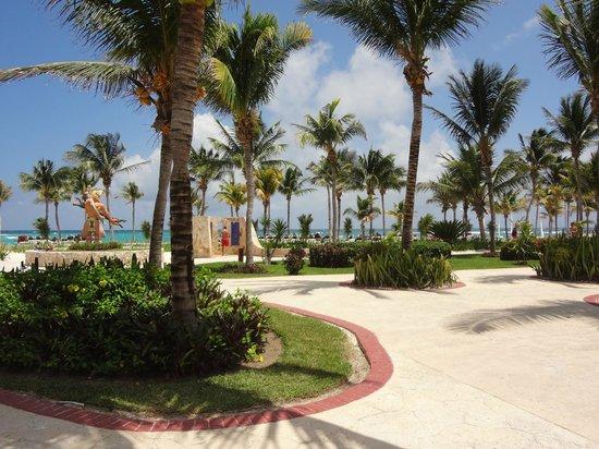 Barcelo Maya Palace: Beach area